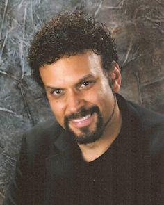 2.De schrijver van dit boek, Neal Shusterman, heeft vele werken geschreven, waarvan de meeste onder het genre 'fictie' vallen. Zijn eerste boek verscheen in 1984. Hij is geboren op 12 november 1962, in Brooklyn, New York. Op 16-jarige leeftijd verhuisden hij en zijn gezin naar Mexico City, waar hij de middelbare school afmaakte. Daarna heeft hij nog 3 jaar gestudeerd op de Universiteit van Californië, Irvine. Op het moment woont hij, samen met zijn 4 kinderen, in het zuiden van Californië.