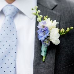 Gorgeous Blue Delphinium and white Freesia boutonniere. Might be good for Daniel's boutonniere. Prom Flowers, Bridal Flowers, White Flowers, Blue Boutonniere, Boutonnieres, Wedding Boutonniere, Wedding Themes, Wedding Designs, Wedding Ideas