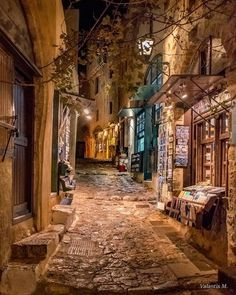 We Love alleys of Monemvasia, Peloponnese •• Photo : Minogiannis Valantis — at Μονεμβασιά Κάστρο. - Betty v - Google+