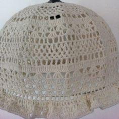 Leuk voor de kinderkamer: vintage gehaakte lampenkap, geeft mooi lichteffect op plafond en muur! VERKOCHT!!! Price €24,95