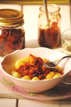 Ñoquis con salsa de tomates secos y aji