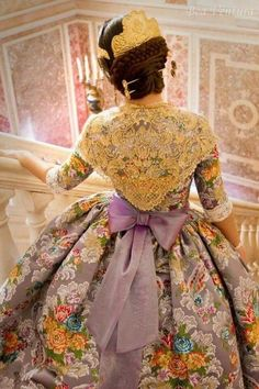 Traditional fallera dress from València - Historical Costume, Historical Clothing, 1800s Fashion, Vintage Fashion, Drag Clothing, Spanish Costume, Vintage Dresses, Nice Dresses, Fairytale Gown