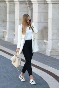 39 Simple Work Outfits To Look Flawless 😅 39 Simple Work Outfits To Look Flawless – Trendy Fashion Ideas. Simple Work Outfits, Spring Work Outfits, Classy Outfits, Chic Outfits, Fall Outfits, Fashion Outfits, Sneakers Outfit Work, Sneaker Outfits Women, Sneakers Fashion