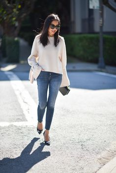 #kaschmirpullover #jeans #pumps Cashmere sweater, skinny jeans and pumps.