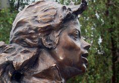 MICHAEL JACKSON • 3 ans déjà • R.I.P. • Une statue et 10.477 roses • #MJBackstage