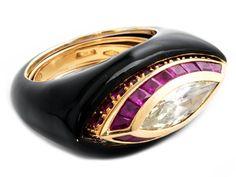 Ringweite: 55-58. Gewicht: ca. 30,9 g. GG 750. Außergewöhnlicher, zweiteiliger Ring mit schwarz-emailliertem Außenring sowie einem herausnehmbaren, einzeln...