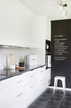 #interior #decor #styling #kitchen #scandinavian #BW #black #white #chalkboard