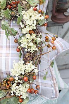 Shade Garden Flowers And Decor Ideas Pillanatok Vibeke Design Seasonal Decor, Holiday Decor, Vibeke Design, Vine Wreath, Fall Wreaths, Fall Garland, Autumn Home, Autumn Fall, Fall Harvest