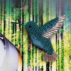 Доброго времени суток ☺️! Интересно к кому на этот раз полетит изумрудная колибри . Девочка размером 5,5*5 см без клювика #брошьколибри