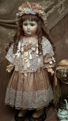 http://www.marybenner.com/page/dolls_for_sale___________jumeau_triste