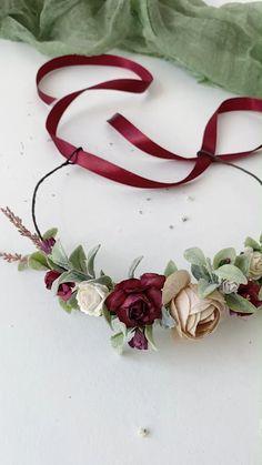 Diy Flower Crown, Floral Crown, Diy Flowers, Flowers In Hair, Fabric Flowers, Rakhi Design, Burgundy Flowers, Floral Headpiece, Diy Hair Accessories