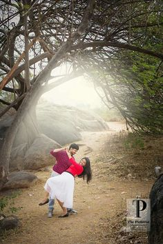 Beautiful morning with a beautiful couple. Foggy morning pre wedding photos, misty morning, winter morning pre wedding couple photos, couple dance for pre wedding photo, best of pre wedding couple photos