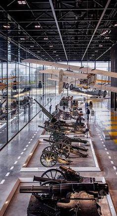 Het nieuwe Nationaal Militair Museum wordt volgende week geopend. Gun Rooms, Maritime Museum, Exhibition Space, Displaying Collections, Display Design, Exhibitions, Netherlands, Army, Interiors
