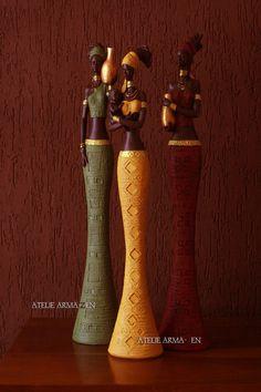 Esculturas Pintadas à Mão com Detalhes de Efeito Metalizado    Observações  O Valor é Refente ao Trio de Africanas Cone  As Medidas Abaixo são Referente a Cada uma Das Africanas
