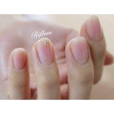 大人気ふんわりチーク♡ nailartist➡︎@risa0104_ #nail#nails#gelnail#gelnails#naildesign#instanails#nailstagram#nailartist#Riflom#leafgelpremium#ネイル#吉祥寺#吉祥寺ネイル#吉祥寺ネイルサロン#ジェルネイル#ネイルデザイン#ネイルアート#ネイリスト#ネイルアーティスト#リフロム#チークネイル#モテネイル#大人女子ネイル#シンプルネイル#春ネイル#大人ネイル#上品ネイル#艶#カルジェル#リーフジェルプレミアム Crystal Nails, Short Nails, Paisley, Stud Earrings, Crystals, Design, Instagram, Fashion, Nail Hacks