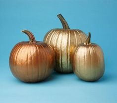 No-Carve Pumpkin Decorating Idea: Gold. Silver. Bronze. Sophisticated enough to sit on the mantel or step in as a table arrangement. #halloween