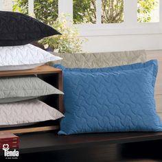 Todo mundo tem um caso de amor com o seu travesseiro. Então, vale a pena investir em capas que vão protegê-lo  da poeira e ainda deixar a sua cama mais bonita. #LojasTenda  Confira dicas de decoração em nosso blog: www.lojastenda.com.br/blog/