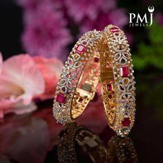 Gold Bangles Design, Gold Earrings Designs, Gold Jewellery Design, Bridal Jewelry, Choker Jewelry, Jewelery, Diamond Bangle, Diamond Jewellery, Sea Pearls