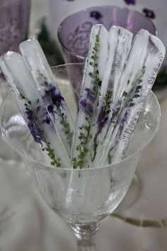 Ice Sticks with Lavender. could also use Rosemary. DIY Lavender Recipes and Project Ideas - Lavender Tall Ice Sticks - Food, Beauty, Baking Tutorials, Desserts and Drinks Made With Fresh and Dried Lavender - Savory Lavender Recipe Ideas, Healthy and Veg Lavender Recipes, Lavender Ideas, Lavender Flowers, Wedding Lavender, Wedding Flowers, Purple Wedding, Lavender Quotes, Lavender Crafts, Rosemary Recipes