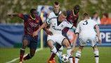 Adama Traoré (FC Barcelona) & Felix Platte (FC Schalke 04) | El Barca después de apear al Schalke en las semifinales, los azulgranas se miden este lunes 14.04.14 a las 16:30 HEC al Benfica por el ansiado título de esta primera edición de la UEFA Youth League.