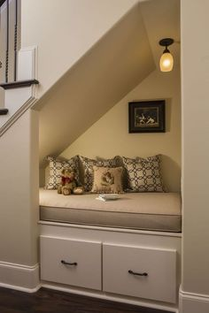 44 Unbelievable Storage Under Staircase Ideas Bewitching Your Staircase Look Clever - Elevatedroom Under Staircase Ideas, Storage Under Staircase, Under Stairs Nook, Stair Storage, Modern Staircase, Staircase Design, Traditional Staircase, Staircase Bookshelf, Craftsman Staircase