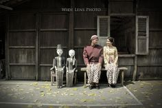 This is incredible! Unique work by  WIDE LENS PHOTO… Javanese Wedding, Indonesian Wedding, Pre Wedding Poses, Pre Wedding Photoshoot, Prewedding Outdoor, Wedding Wishes, Couple Shoot, Traditional Wedding, Dream Wedding