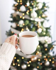 Slimming Coffee Preparing for Christmas? Slimming Coffee to the rescue! It's all you need to get you through these holidays! Christmas Coffee, Christmas Mood, Christmas Morning, Christmas Photos, Merry Christmas, Christmas Vacation, Slimming Coffee, Coffee Photos, Christmas Aesthetic