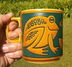 my very favorite mug cup ! Hornsea frog by John Clappison.