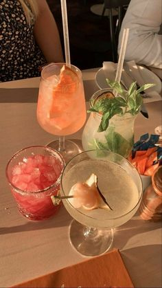 Good Food, Yummy Food, Fancy Drinks, Summer Drinks, Think Food, Pina Colada, Aesthetic Food, Alcohol Aesthetic, Summer Aesthetic