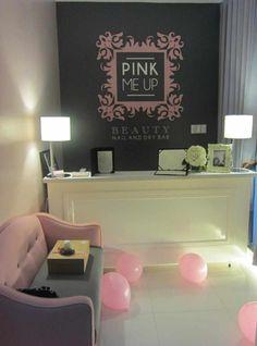 pink-me-up-salon-reception - Home Decorating Trends - Homedit Ideas Decoracion Salon, Foundation Makeup, Rose Vintage, Reception Areas, Reception Desks, Christina Ricci, Salon Design, Spa Design, Beauty Hacks Video