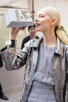 Learn the story behind Chanel's most famous handbag designs, from the original through to the Classic and Oh My Boy. Victoria And Albert Museum, John Galliano, Shopping Center, Karl Lagerfeld, Coco Chanel, Fashion Week, Runway Fashion, Women's Fashion, Fendi