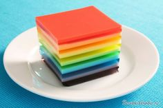 Rainbow jello cake-I have seen this at parties, it is beautiful, its always an eye catcher at the table. Rainbow Jello, Rainbow Food, Rainbow Desserts, Rainbow Treats, Rainbow Roses, Rainbow Colors, Jello Dessert Recipes, Kid Desserts, Appetizer Recipes