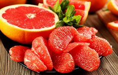 Grapefruit nutrition is rich in vitamins and minerals that are proper for your body especially when you are trying to lose weight. Healthy Breakfast Recipes, Healthy Eating, Healthy Recipes, Healthy Fit, Healthy Weight, Healthy Snacks, Superfoods, Dieta Dash, Grapefruit Diet