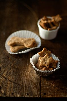 peanut butter+flax seed dog treats - Elliot just needs these!
