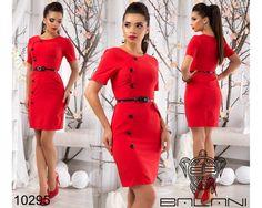Деловое приталенное платье с поясом красное