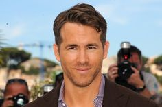 Pin for Later: Die 10 coolsten Papas aus Hollywood Ryan Reynolds