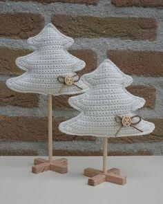 Ravelry: Stellated Pine Forest pattern by Vörös Dóra Crochet Christmas Decorations, Crochet Christmas Ornaments, Christmas Crochet Patterns, Holiday Crochet, Christmas Crafts, Christmas Tress, Crochet Diy, Crochet Motif, Crochet Crafts