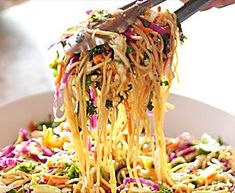 Ree's Asian Noodle Salad Video : Food Network Ree preps a flavorful Asian Noodle Salad with plenty of fresh vegetables. Sweet And Sour Dressing Recipe, Food Network Recipes, Cooking Recipes, Cooking Tips, Chop Suey, Asian Noodles, Noodle Salad, Vegetable Stir Fry, Ree Drummond
