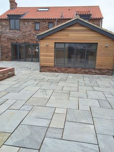 New grey patio garden ideas ideas Flagstone Patio, Brick Patios, Wood Patio, Concrete Patio, Diy Patio, Backyard Patio, Stone Patios, Backyard Landscaping, Stone Driveway