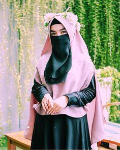 Islamic Girl Pic, Islamic Girl Images, Arab Girls Hijab, Muslim Girls, Hijabi Girl, Girl Hijab, Hijab Hipster, Beautiful Hijab Girl, Niqab Fashion