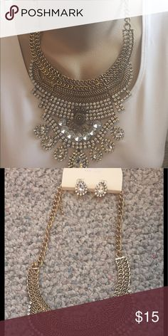 Mixed crystal bib necklace Dress up any outfit with this mixed crystal bib necklace with earrings!! Just Kuz Jewelry Jewelry Necklaces