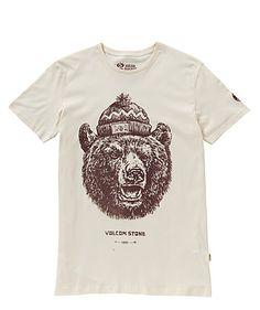 Das Shirt von Volcom ist aus biologisch angebauter Baumwolle hergestellt und leistet damit einen Betrag zum Umweltschutz und Nachhaltigkeit.