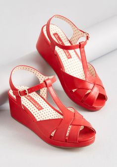 Stir up a refreshing look by stepping into these classic red wedges from B. Garnished with a golden buckles, strappy, crisscrossing peep. 1940s Shoes, Vintage Shoes, Wedge Shoes, Shoes Heels, Shoes Sneakers, Unique Heels, Red Wedges, Strappy Flats, Studded Heels
