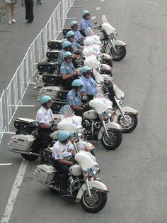 Harley Davidson News Sirens, Radios, Car Badges, Police Badges, Chicago Marathon, Police Cars, Police Vehicles, Local Police, Emergency Vehicles