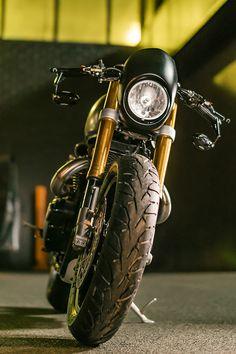 Moto : Illustration Description Front view of the Triumph Thruxton R by Wenley Moto Design Triumph Motorcycles, Custom Motorcycles, Custom Bikes, Bike Builder, Custom Cafe Racer, Classic Bikes, Classic Cars, Street Bikes, Bike Design