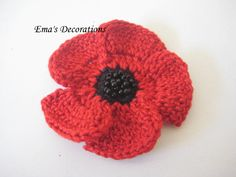 Ema's Decorations: Crochet Poppy Brooch - purchase pattern on Etsy. Knitted Poppy Free Pattern, Poppy Crochet, Crochet Flower Patterns, Love Crochet, Crochet Gifts, Crochet Motif, Tunisian Crochet, Knitted Poppies, Knitted Flowers
