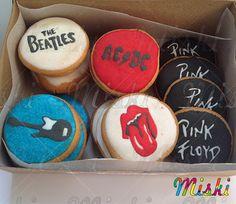 Un poco de Rock para los amantes de las galletas! @galletasmiski - Cookies Rocks #Rock #guitarcookies #pinkfloyd #acdc #thebeatles #royalicingdecorating #RollingStones Ac Dc, Sugar, Cookies, Desserts, Food, Shortbread Cookies, Lovers, Biscuits, Meal