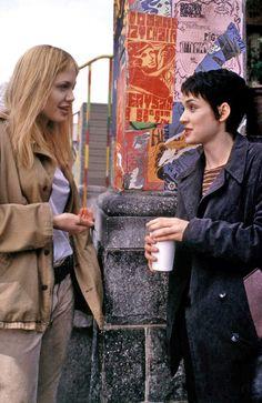 GIRL INTERRUPTED, Angelina Jolie, Winona Ryder on the set, 1999,