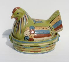 this is called Mexican pottery Mexican Crafts, Mexican Folk Art, Mexican Style, Talavera Pottery, Pottery Art, Spanish Style Decor, Ceramic Chicken, Hens On Nest, Rooster Decor