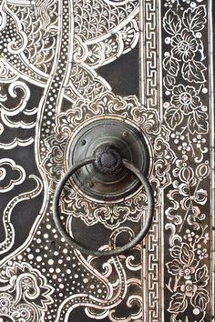 Native Thai style wood carving on temple door. Porches, Thai Decor, Barn Door Rollers, Portal, Internal Sliding Doors, Sliding Door Design, Pet Gate, Door Detail, Knobs And Knockers